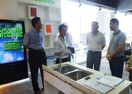 厦门市市委常委、宣传部长-叶重耕视察环保产品展厅